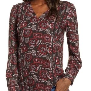 NEW!! Nordstrom Hinge Love Worn top. Size Small